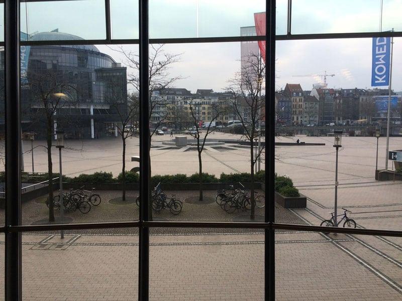 """Noch der beste Ausblick vom NRW-Fortschrittskongress zum Thema """"Digitale Stadt"""": der Blick auf den Kölner Mediapark."""