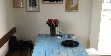 Kleines Café auf der dänischen Insel Bornholm.