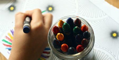 Konsequenz der Stichtagsregelung: Zum Teil müssen sogar erst fünfjährige oder gerade erst sechsjährige Kinder in die Schule gehen.