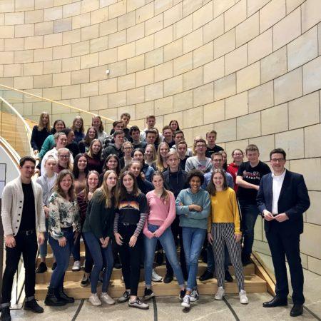Zu Besuch im Düsseldorfer Landtag: Schüler aus Kamp-Lintfort und Delft.