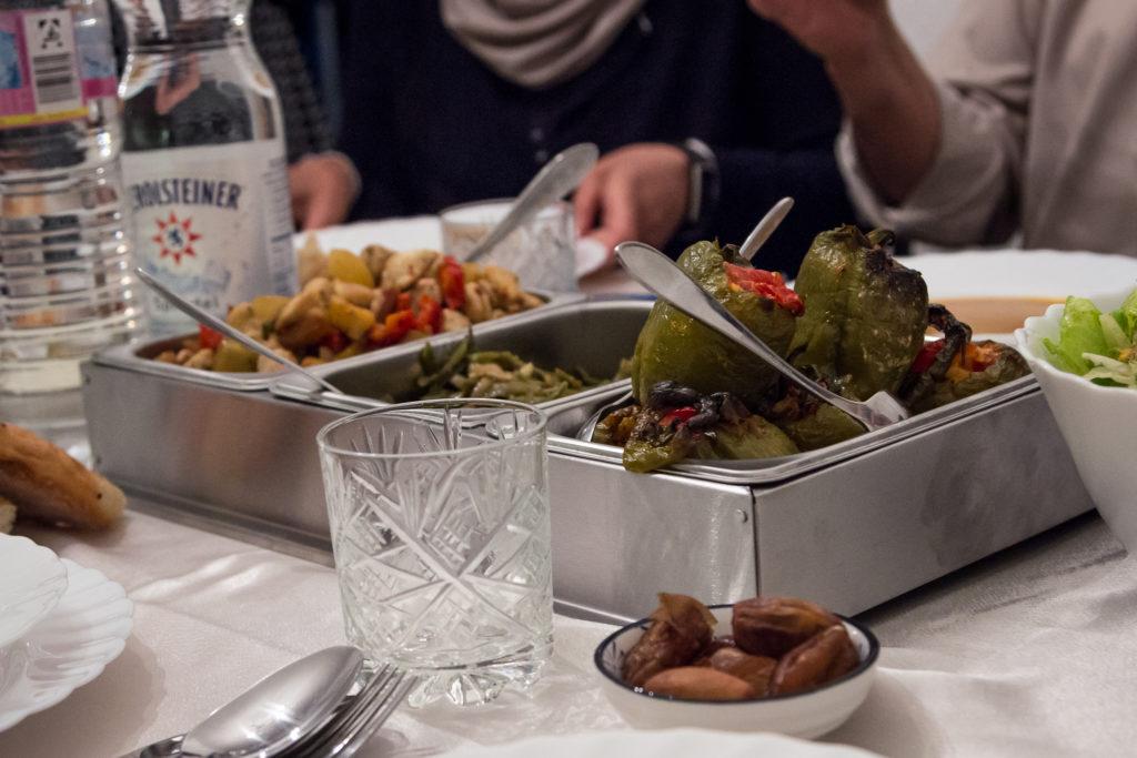 Blick auf leckere Speisen zum Fastenbrechen