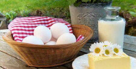 Milch, Gemüse und Eier gibt es auf den Märkten und den Höfen der Region