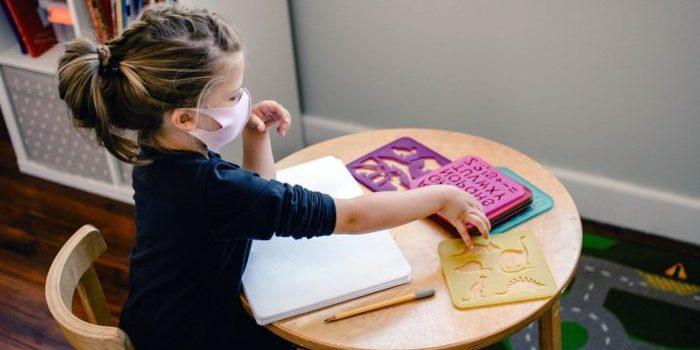 Kinderbetreuung ist in der Corona-Pandemie kein Kinderspiel. NRW braucht eine bessere Strategie im Sinne von Kindern, Eltern und Erziehern:nnen.
